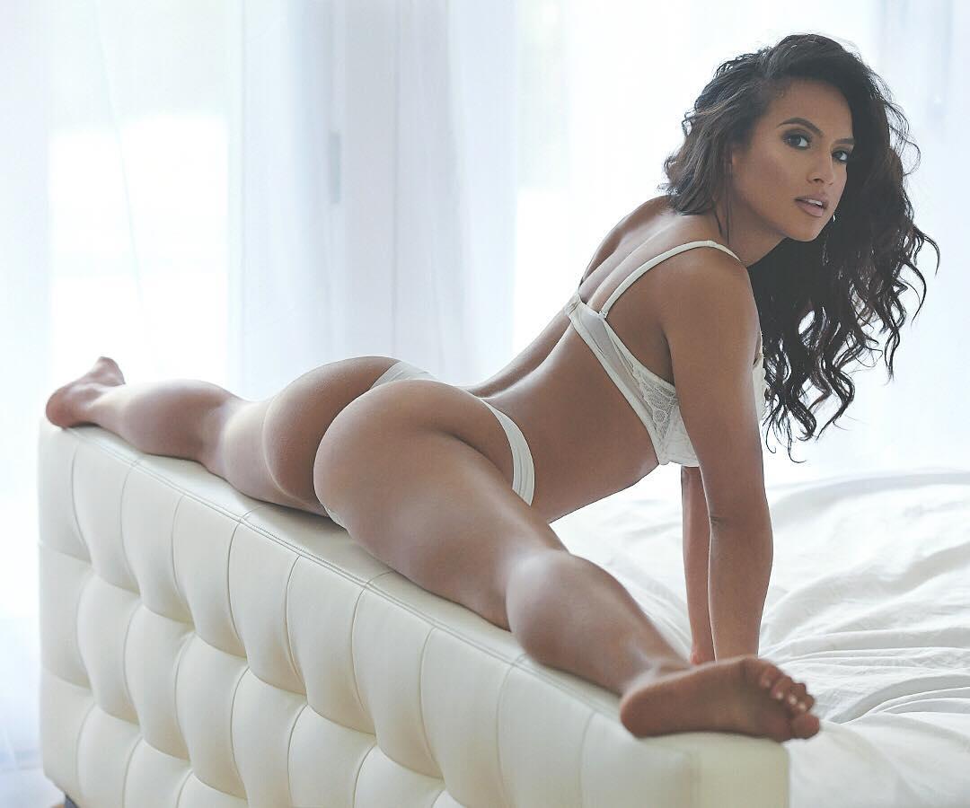 http://www.phun.org/bonus_butts_2/bonus_butts_6436.jpg