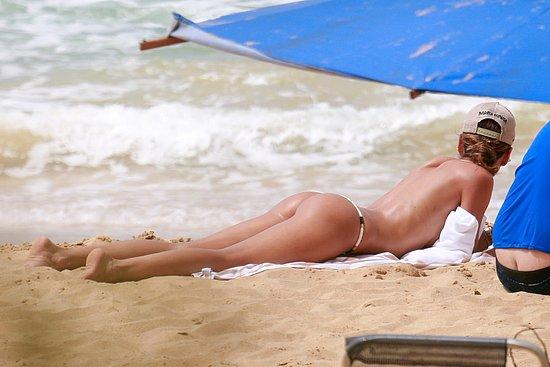 izabel_goulart_beach_10.jpg