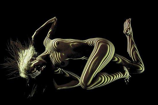 female_body_dressed_in_light_03.jpg