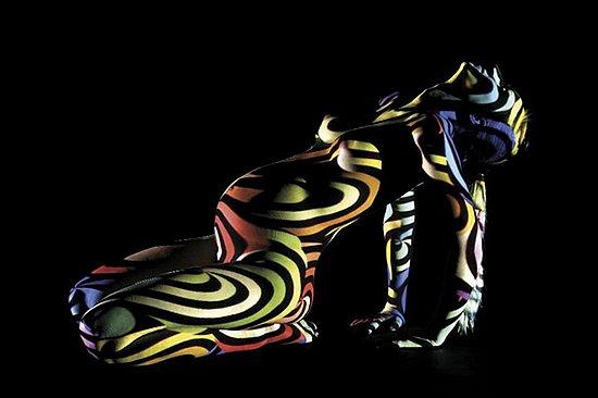 female_body_dressed_in_light_08.jpg