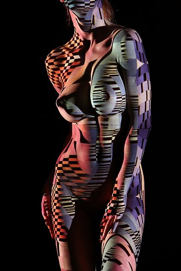 female_body_dressed_in_light_09.jpg