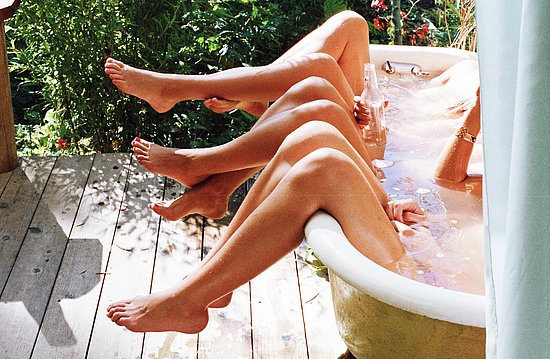 girls_in_bathtubs_02.jpg
