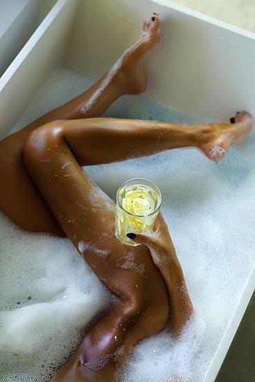 girls_in_bathtubs_04.jpg