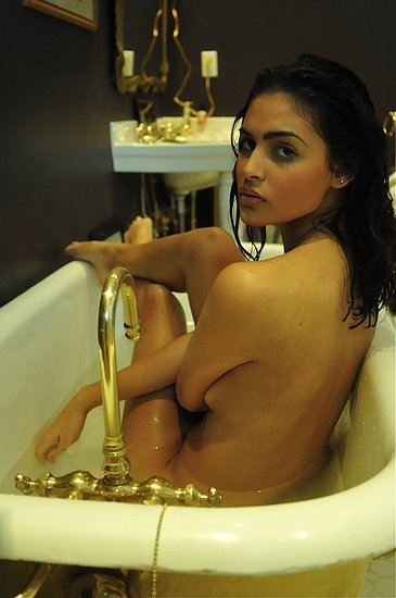 girls_in_bathtubs_09.jpg