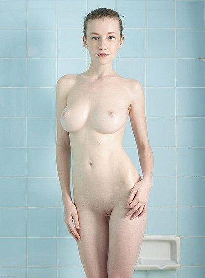 girls_in_bathtubs_16.jpg