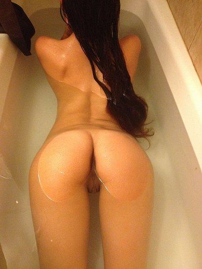 girls_in_bathtubs_19.jpg
