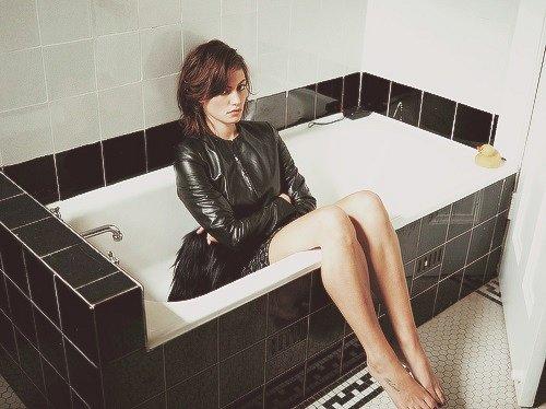 girls_in_bathtubs_43.jpg