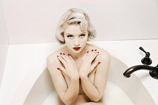 girls_in_bathtubs_46.jpg