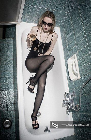 girls_in_bathtubs_53.jpg