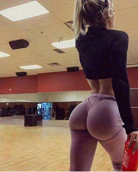 girls_in_yoga_pants_02.jpg