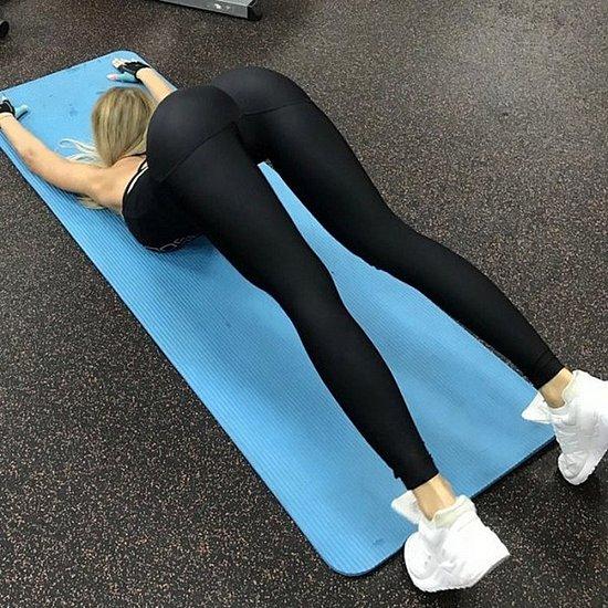 girls_in_yoga_pants_12.jpg
