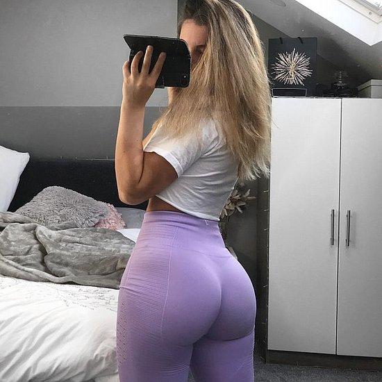 girls_in_yoga_pants_16.jpg