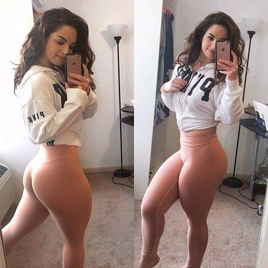 girls_in_yoga_pants_21.jpg