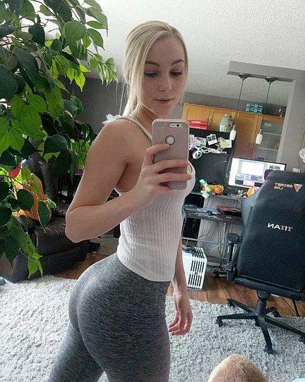 girls_in_yoga_pants_29.jpg