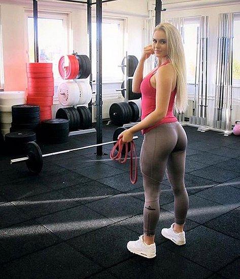 girls_in_yoga_pants_36.jpg