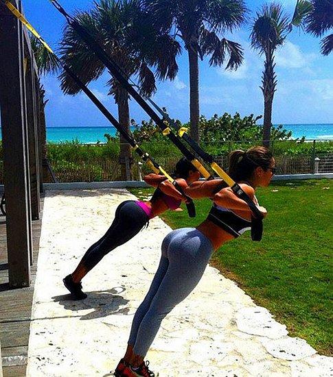 girls_in_yoga_pants_38.jpg