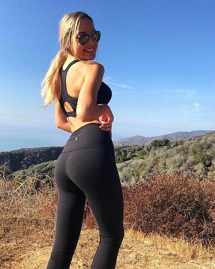 girls_in_yoga_pants_39.jpg