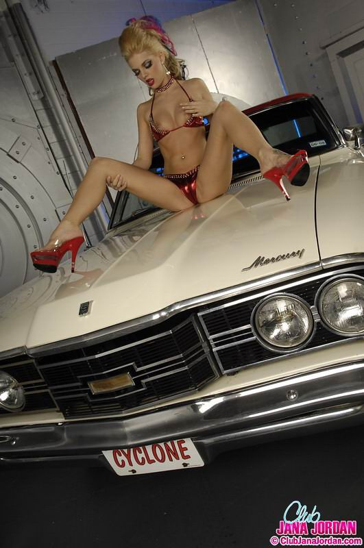 Advise Nude muscle car babe with you