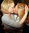 kissing_girls_025.jpg
