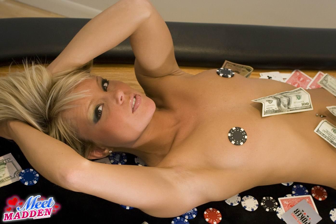 Играть раздевалки с сексом бесплатные ежедневные