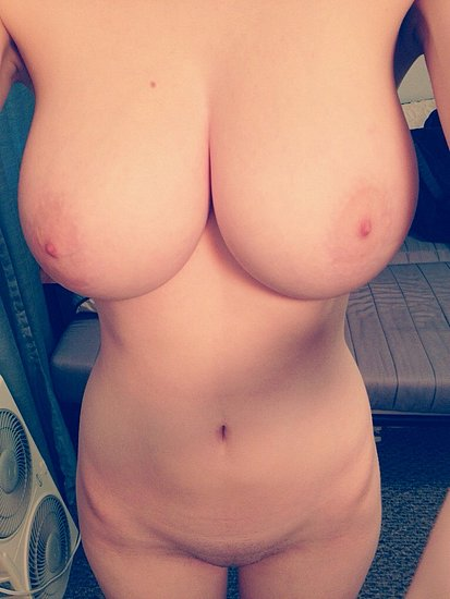 unknown_busty_amateur_102.jpg