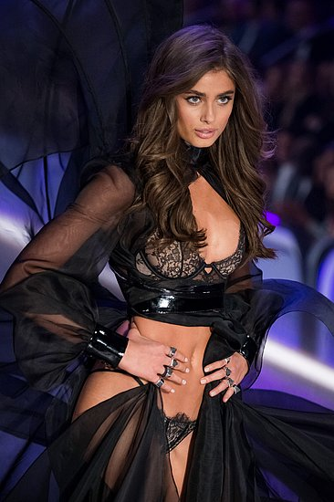 victorias_secret_fashion_show_2016_19.jpg