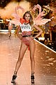 victorias_secret_fashion_show_2018_02.jpg