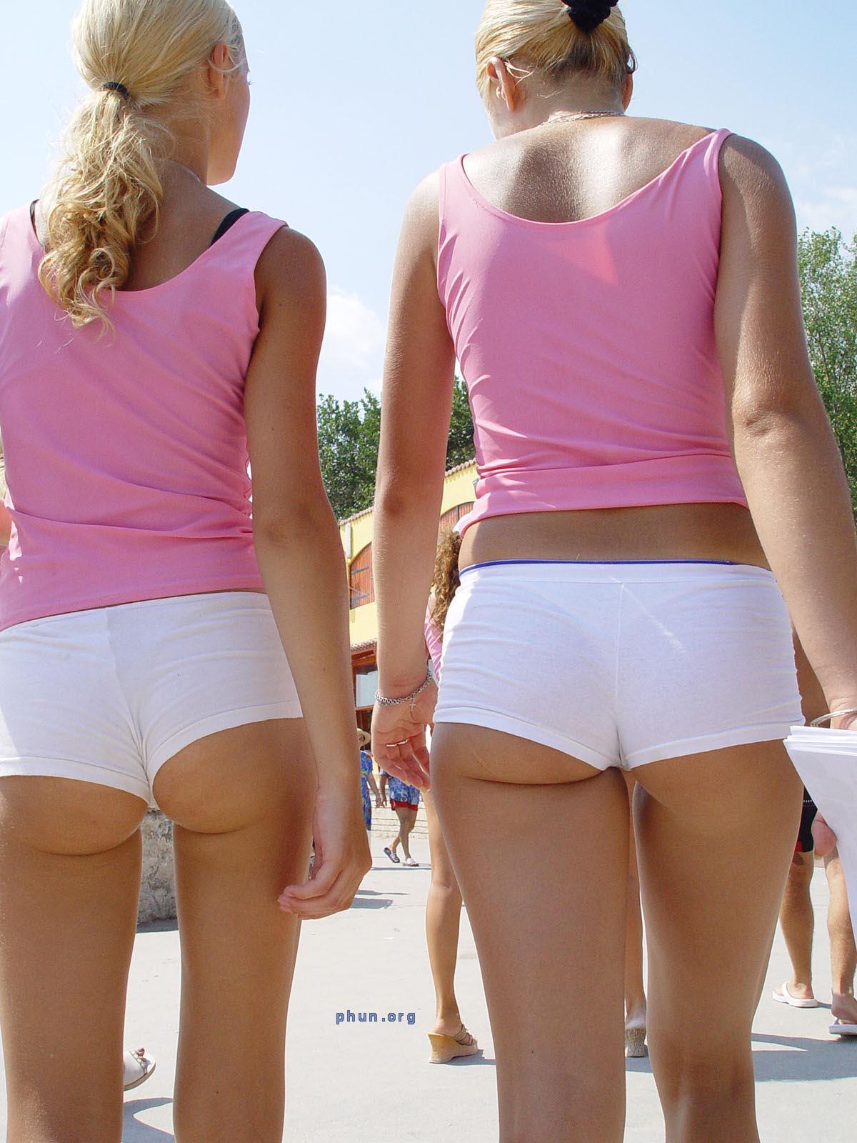 Фото трусиков на девочках попы 24 фотография