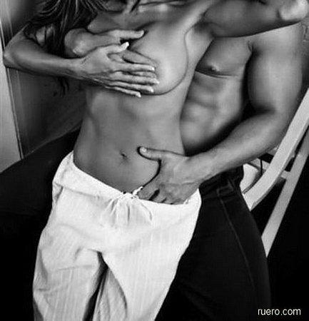 black_and_white_erotic_24.jpg