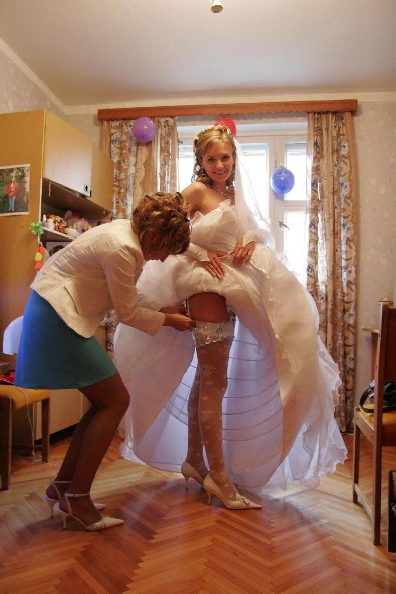 Фото на свадьбах под юбками без нижнего белья 17 фотография
