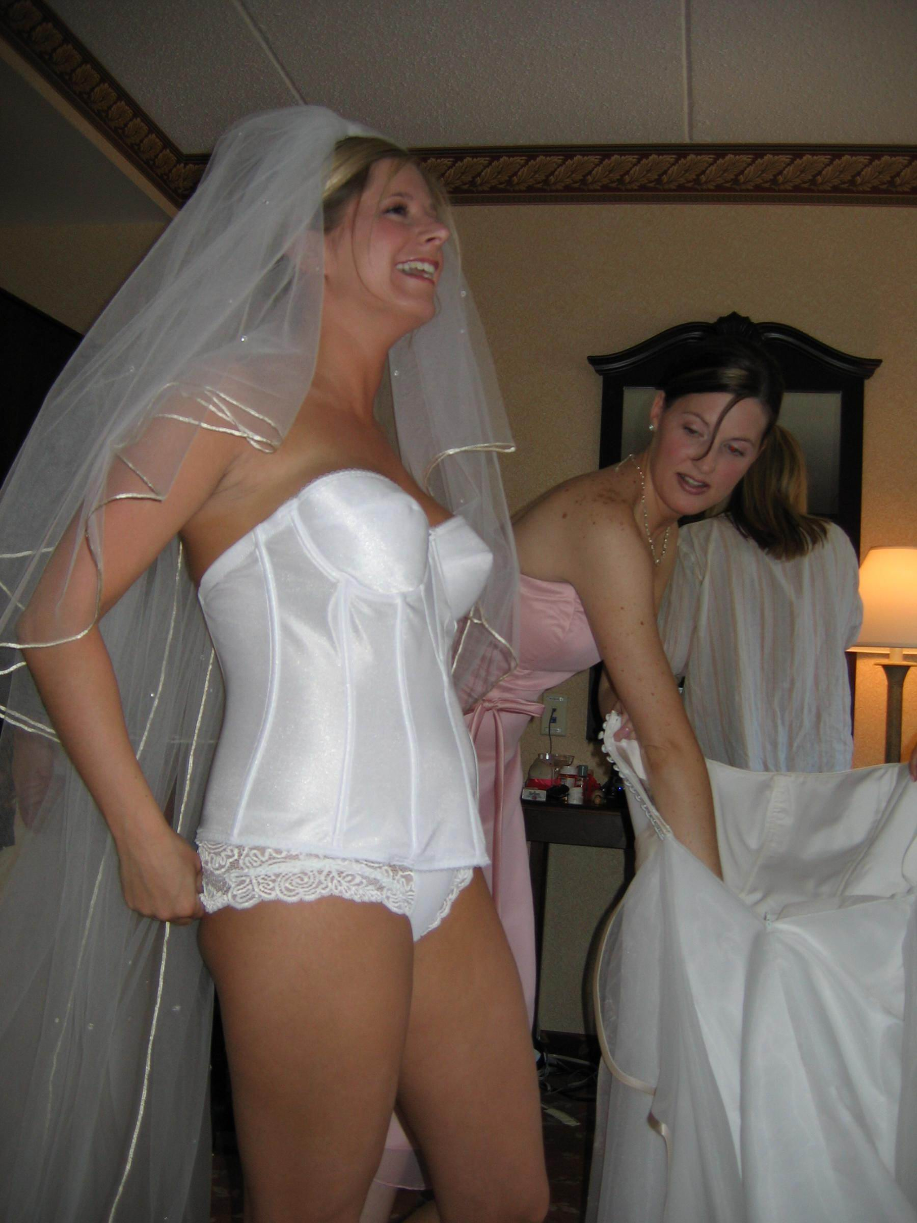 Фото на свадьбах под юбками без нижнего белья 11 фотография
