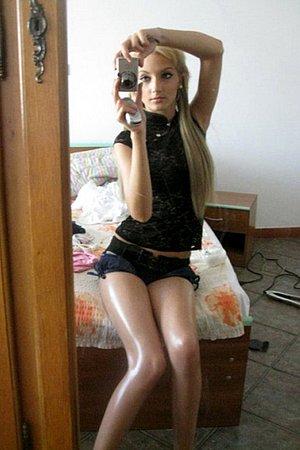 self_shot_girls_03.jpg